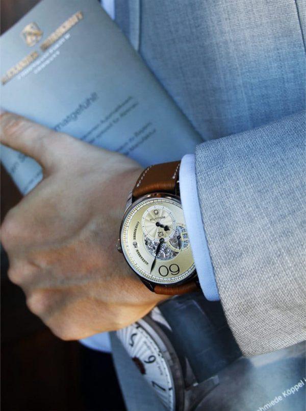 mechanische uhren handwinding watch handaufzugsuhren handaufzug automatik uhr automatic watchself winding watches watches luxury watches luxusuhren luxuriöse uhren kunstvolle uhren deutsche uhren limitierte uhren ausgezeichnete uhren awarded watches kunstvolle uhren artful watches engraved watches gravierte uhren